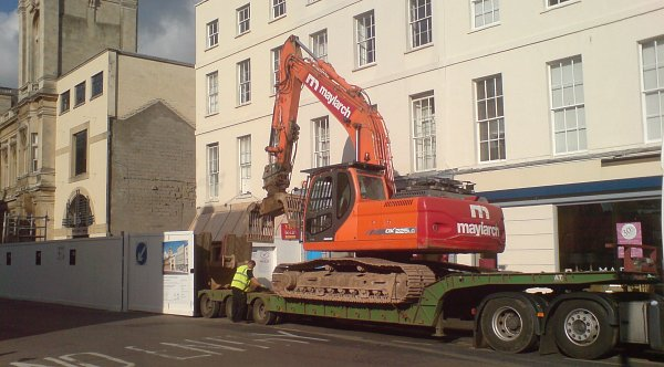 Unloading of an excavator for demolition work in city centre